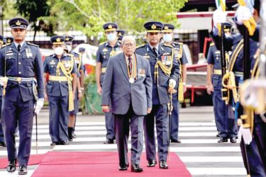 A guard of honour was accorded to Air Chief Marshal (Retd) Paddy Mendis at a special felicitation ceremony on January 1 at the SLAF Base, Ratmalana.