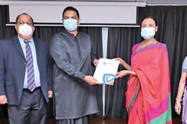 Handing over of the agreement from Sri Lanka Tourism to People's Insurance.