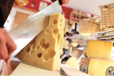 Switzerland exported more than 77,100 tonnes of cheese Last year.