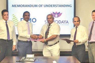 Nilantha Jayanetti - Chief Executive Officer, Sarvodaya Development Finance and SDF team (Left) with Gahanath Pandithage - Group Chief Executive Officer of DIMO and DIMO team (right)