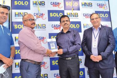 CBSL Director- Bank Payments and Settlements, Dharmasri Kumaratunga presenting SaviruPvt Ltd. Managing Director / CEO, Y. R. P. K Premasara the LANKAQR code, together with HNB Deputy General Manager- Retail and SME Banking, Sanjay Wijemanne, HNB Chief Technology and Digital Officer, Rohan Buultjens and HNB Regional Business Head - South Western Region, Mahinda Senevirathne.