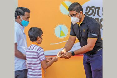 Isira Perera, COO PickMe symbolically handing over gifts to a driver partner