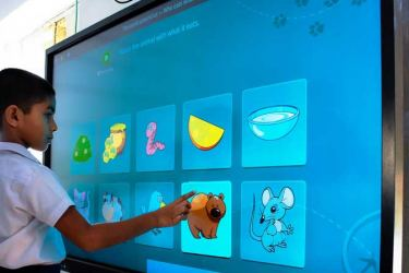 Smart classrooms combine physical and online teaching