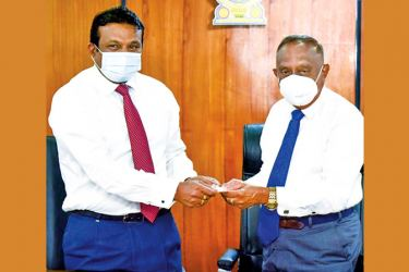 Litro Gas Lanka Chairman and CEO Anil Koswatte exchanges the MOU with Sri Lanka Land Development Corporation official.