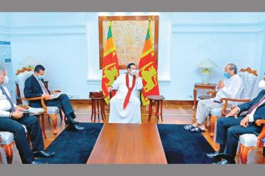 Prime Minister Mahinda Rajapaksa discussing the issues with the Water Supply and Drainage Ministry Officials. Picture by Prime Minister's Media Unit