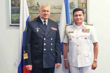 Commander in Chief of the Russian Navy, Admiral Nikolai Yevmenov with Commander of the Sri Lanka Navy, Vice Admiral Nishantha Ulugetenne.