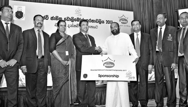 The sponsorship cheque of the National Volleyball Championship is being handed over to Power and Renewable Energy Minister and President of SLVF Ranjith Siyambalapitiya by CBL-CEO Nalin Karunaratne. (From left) Assistant Marketing Manager-CBL Romesh Jayathilaka,Public Relation Manager-CBL Janaka Boteju, General Manager-Marketing-CBL Ms Surani Sahabandu, Vice President-SLVF Kanchana Jayaratne, Secretary-SLVF A.S. Nalaka and Treasurer-SLVF T.S. Perera. Picture by Saman Mendis