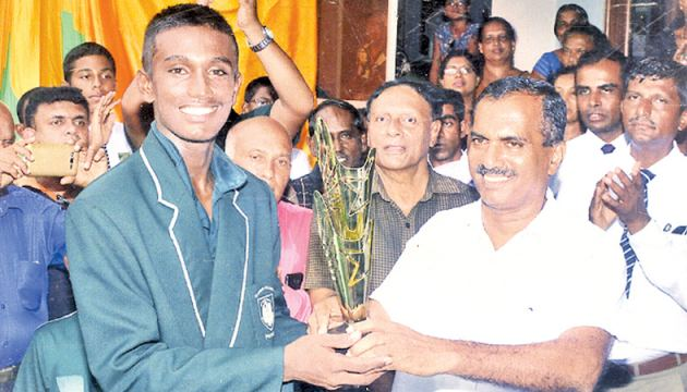 The Best Batsman and the Man of the Match awards winner at the St. Johns College Panadura and Royal College Panadura limited overs cricket match Ashan Dilhara receiving his awards from an Old Johnian Upali Suraweera.  Also in the picture is Harshana Peiris the Principal of St. Johns College Panadura. Picture by Dilwin Mendis Moratuwa Sports Special Correspondent