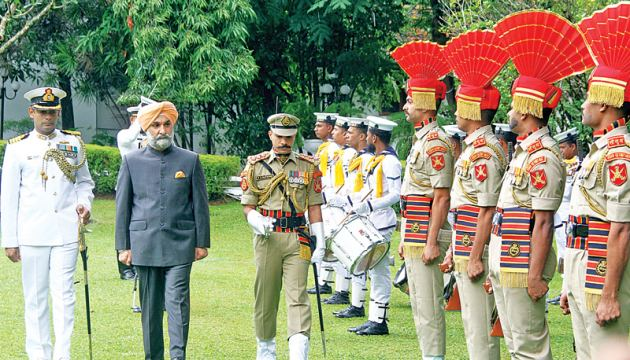 Indian High Commissioner Taranjit Singh Sandhu inspecting the Guard of Honour. Picture by Sulochana Gamage.