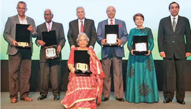 THASL honoured five pioneers in the industry, Ken Balendra, Prof. M. T. M. Furkhan and George Ondaatjie and the late Asker Moosajee and Hubert Cooray. Prime Minister Ranil Wickremesinghe and current President THASL, Sanath Ukwatte with Ken Balendra, Prof. M. T. M. Furkhan and representatives of the legends. Picture by Hirantha Gunatillike.