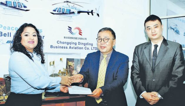 Vice President, Peace Air, Ireha Wethasinghe exchanging the agreement with Chairman, Jinlianan International Li Xianglin looked on by Director, M. Lee in Colombo. Picture by Saliya Rupasinghe