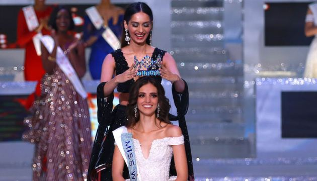 Miss Mexico (seated) is crowned Miss World by last year's winner, former Miss India Manushi Chhillar.