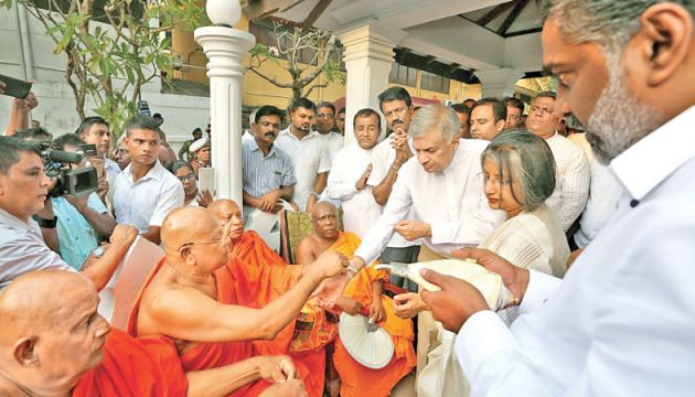Prime Minister Ranil Wickremesinghe and Prof. Maithree Wickramasinghe participated in religious observations at the Walukarama Raja Maha Vihara in Kollupitiya last evening. Chief Incumbent of Walukaramaya, Ven. Maharagama Nanda Nayaka Thera was also present. Picture by Malan Karunaratne