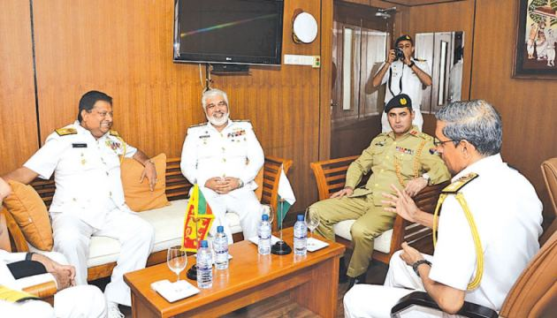 Members of the Pakistan Navy Staff Course with Navy Chief of Staff Rear Admiral Jagath Ranasinghe at the Naval Headquarters on April 8.