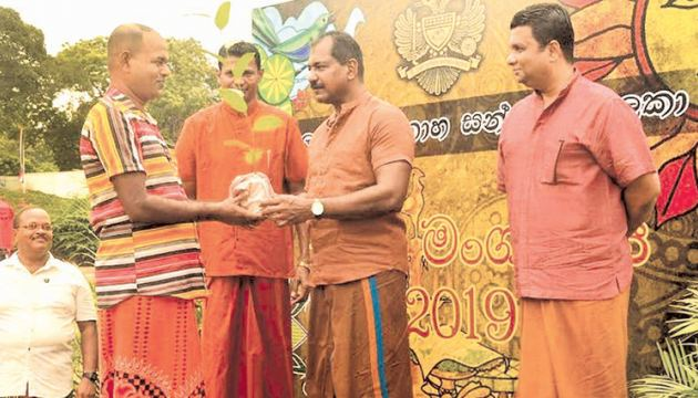 The Cavalry family celebrated the Sinhala and Tamil New Year on April 11, at the Home of Armour. Armoured Corps Security Forces (West) Commander Colonel Commandant Major General S.D.T. Liyanage and his wife, Shiromi Liyanage, were the chief guests at the event held in Mutwal.