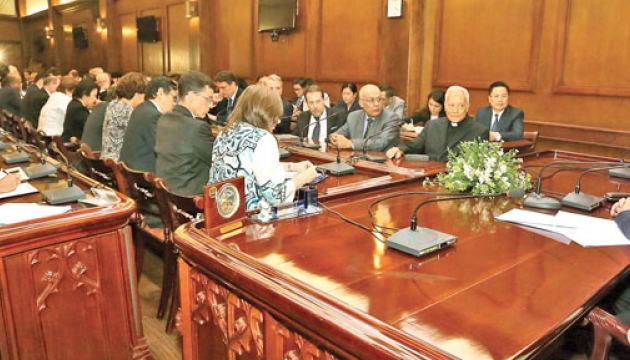 Prime Minister Ranil Wickremesinghe yesterday met with diplomats including high commissioners and ambassadors at Temple Trees and discussed the current situation in the country.