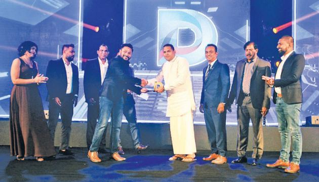Chief Guest Minister of Telecommunication, Foreign Employment and Sports Harin Fernando awarding the Digital Me team at the inaugural SLIM Digi Awards.
