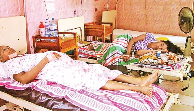 Two of the victims of the bomb blast at Batticaloa Zion Church, who are still receiving treatment.