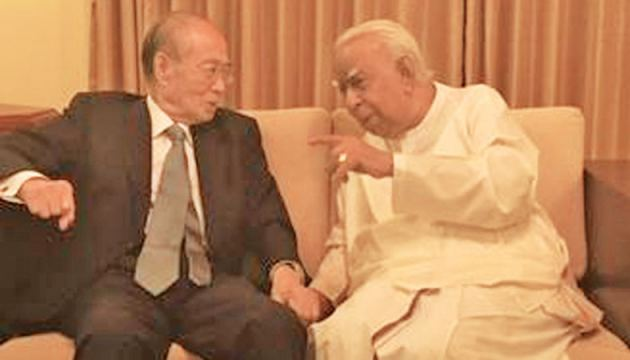 Senior Japanese Diplomat and United Nations administrator Yasushi Akashi met with Tamil National Alliance (TNA) Leader and Member of Parliament R. Sampanthan in Colombo.