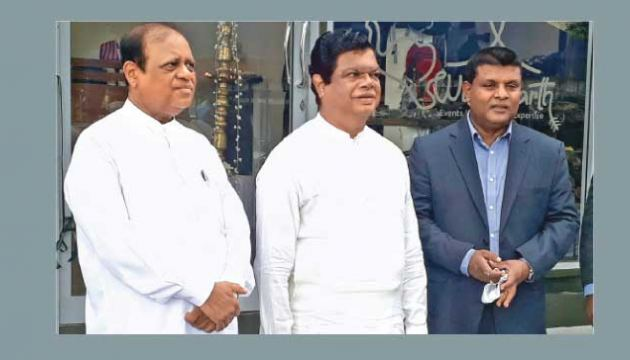 Minister of Trade Dr Bandula Gunawardena, and State Minister of Education Reforms, Open Universities and Distance Learning Promotion Susil Premajayantha with Wild Earth Sri Lanka Senior Executive Officer Wasantha Malawarage