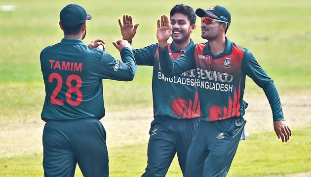 Bangladesh's Mehidy Hasan (C) who was the Man of the Match celebrates with his teammates after the dismissal of West Indies' Kjorn Ottley (not pictured) during their second one-day international (ODI) match in Dhaka on Friday. - AFP