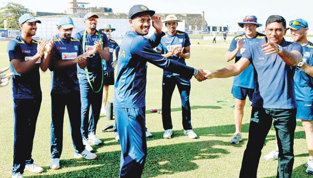 Ramesh Mendis receiving his Test cap from Sri Lanka Team Manager, Ashantha de Mel