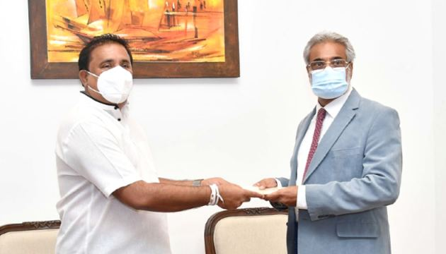 New Chairman Chairman of the Sri Lanka Ports Authority Capt. Nihal Keppetipola receives his letter of appointment from the Minister of Ports and Shipping Rohitha Abeygunawardena