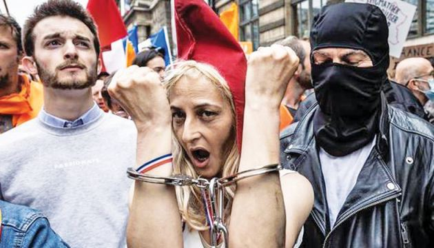 Tens of thousands of French protesters have spoken out against the new COVID measures in recent weeks.