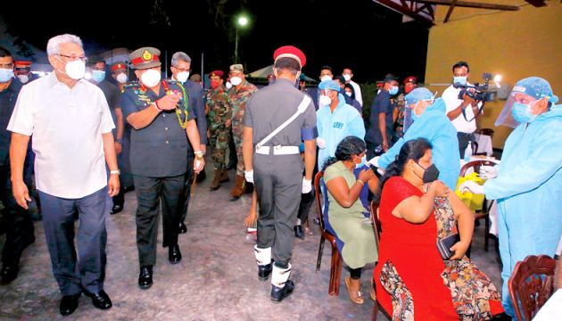 President Gotabaya Rajapaksa made an observational visit to the vaccination centre established at the Vihara Maha Devi Open Air Theatre in Colombo, on Monday night with Chief of Defence Staff, Army Commander and Head, National Operations Centre for Prevention of COVID-19 Outbreak (NOCPCO) General Shavendra Silva. Picture by Upul Nilanga - President's Media Division