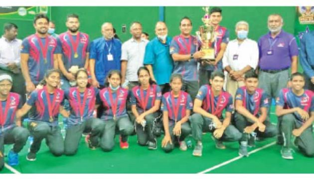 Victorious Central Crusaders team after receiving the Li Ning Trophy from chief guest chairman National Olympic Committee, Suresh Subramaniam (fitfth from left) and president of SLB, Rohan de Silva (fourth from left)