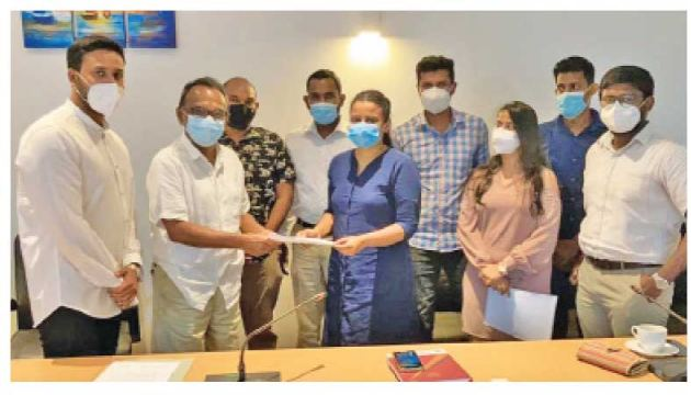 'Youth to Lead' Co-Conveners handing over the proposal to MP Imthiaz Bakeer Markar.