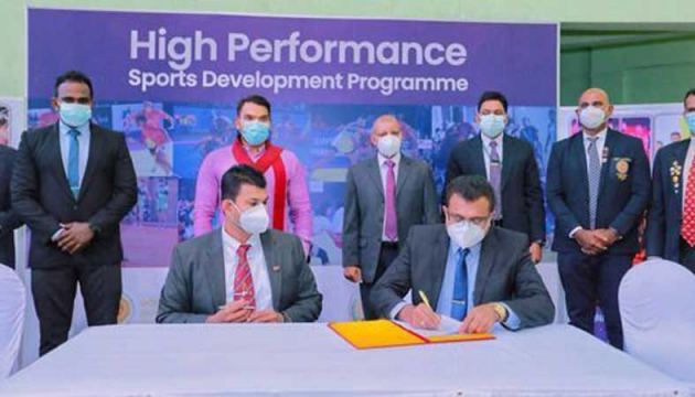 Sports Ministry Director General Amal Edirisooriya signs the agreement with President of the Kabbadi Federation Anura Pathirana in the presence of Sports Minister Namal Rajapaksa