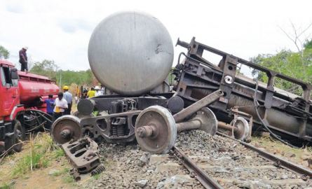 CPC bowsers taking back the gasoline from the derailed train.  Picture by Kanchana Ariyadasa.