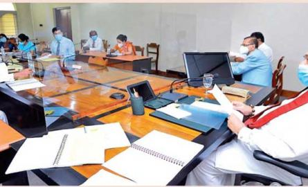 Prime Minister Mahinda Rajapaksa chairing the meeting. (Picture by PM's Media).