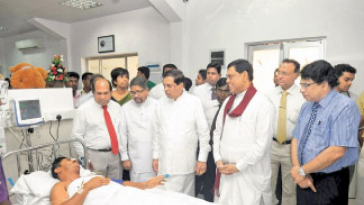 Economic Development Minister Basil Rajapaksa and Health Minister Maithripala Sirisena in conversation with a patient having opened the Centre for Clinical Management of Dengue and Dengue Hemorrhagic Fever.