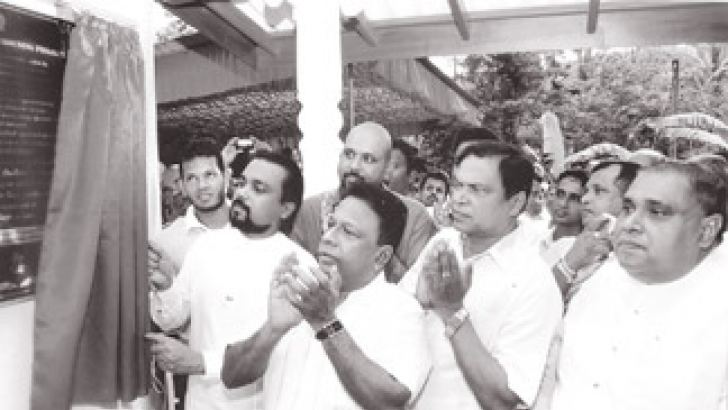 Construction, Engineering Services, Housing and Common Amenities Minister Wimal Weerawansa opening the housing project. Youth Affairs and Skills Development Minister Dullas Allahapperuma, National Resources Minster Piyasena Gamage, Southern Province Chief Minister Shan Wijayalal de Silva, Southern Province MP Sampath Athukorala and National Youth Council Chirman Lalith Piyum Perera were also present.
