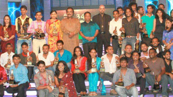 Award winners posing with the Chief Guest Minister of Youth Affairs & Skills Development Dullas Alahapperuma and Chairman of the National Drama Panel, artiste Shriyantha Mendis