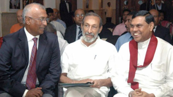 Minister of Economic Development Basil Rajapaksa and Minister of National Languages and Social Integration Vasudeva Nanayakkara at the forum