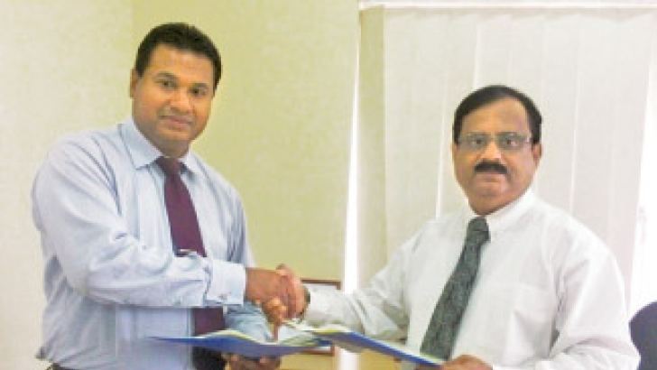 Kiran Redkar, Chief Executive, UltraTech Cement Lanka (Pvt) Ltd, and  Nishantha B. Jayatilake, Executive Director, National Coperate Social Responsibility Manager Project (ministry of social welfare) exchange the agreement.