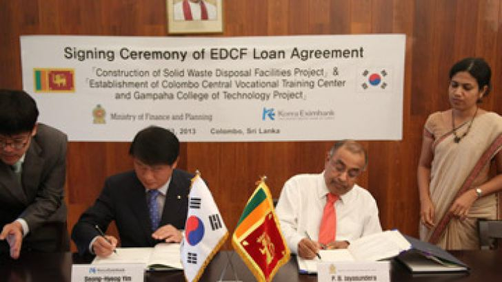 Finance and Planning Ministry Secretary P B Jayasundera and EDCF Executive Director Seong-Hyeog Yim signing the agreements on behalf of the Export – Import Bank of Korea, and the Government of Sri Lanka respectively, at the Finance and Planning Ministry on July 23.