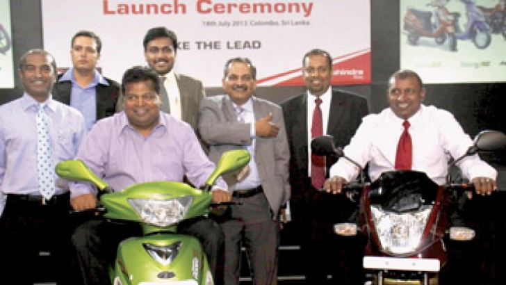 Chaminda Perera, CEO Ideal 2wheelers and Ideal Motors, Nalin Welgama, Chairmen Ideal Group, Aravinda de Silva, Deputy Chairmen Ideal Group, Malaka Vehalla, General Manager Ideal 2Wheelers, Sandeep Singh, Senior General Manager & Head of International Business, Mahindra 2wheelers, Gajanan Umrekar, Regional Business Manager, Mahindra Two wheelers