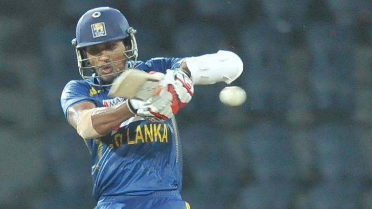 Sri Lanka skipper Dinesh Chandimal pulls a ball during his innings of 43 in the second one day International against South Africa played at R.Premadasa International Stadium, Colombo yesterday. Picture by Rukmal Gamage