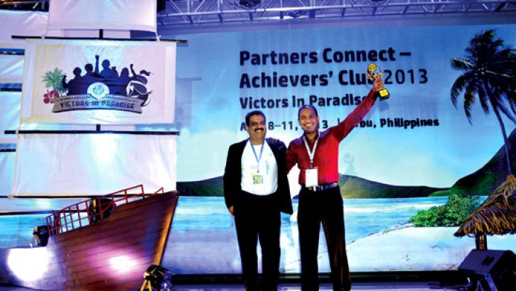 Product Manager, Technology Solutions - DMS Electronics (Pvt) Ltd Tabriz Faizeen with Neeraj Sharma - V ice President, Indirect Sales, Enterprise Group APJ - Hewlett-Packard after receiving the award.