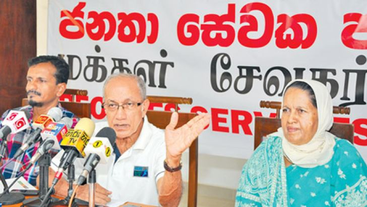 Peoples' Servants' Party General Secretary Somawansa Amarasinghe at the press briefing. Picture by Thushara Fernando