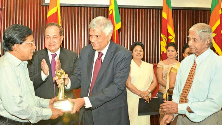 The Esmond Wickremesinghe Award for Media Freedom-2015 was presented to the New Udayan Publication (Pvt) Ltd for its contribution for media freedom. Prime Minister Ranil Wickremesinghe is seen presenting the award to Managing Director of the New Udayan Publication (Pvt) Ltd E. Sarawanabavan, at the ceremony held at Committee Room A of the BMICH. Divaina Founding Editor Edmond Ranasinghe and former The Hindu Editor N.Ram are also in the picture. Picture by Malan Karunaratne