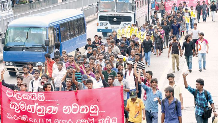 University of Visual and Performing Arts students yesterday launched a protest march to Colombo Fort from the university premises demanding that the government close what they call a private medical faculty in Malabe.