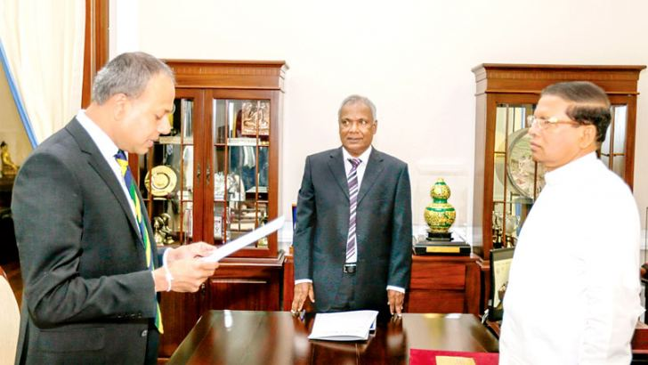 Sagala Ratnayaka being sworn-in as the Minister of Law and Order before President Maithripala Sirisena yesterday. Picture courtesy President's Media Division