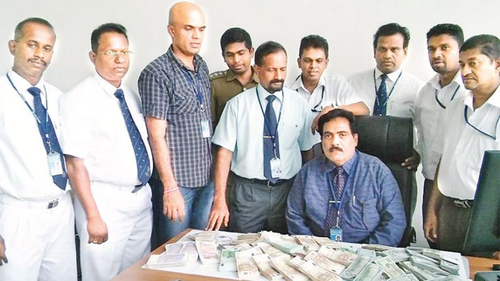 Customs officials with the stock of foreign currency notes
