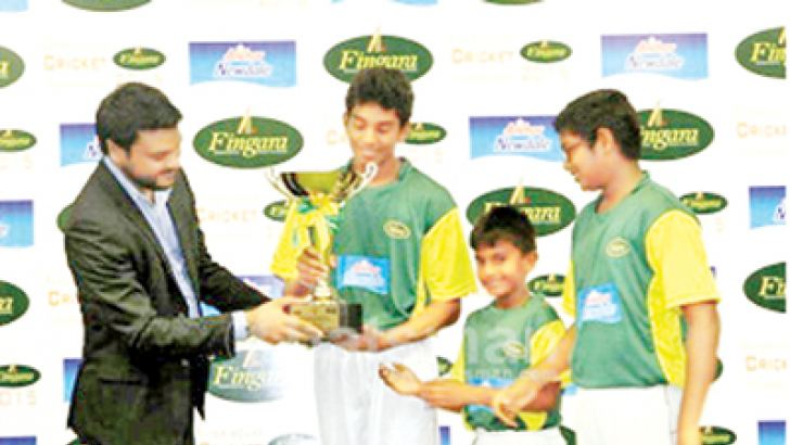 Roshan De Silva, Presenting the Prestige Anchor Newdale / FICA Challenge Trophy to Captains of three age group of FICA Tigers