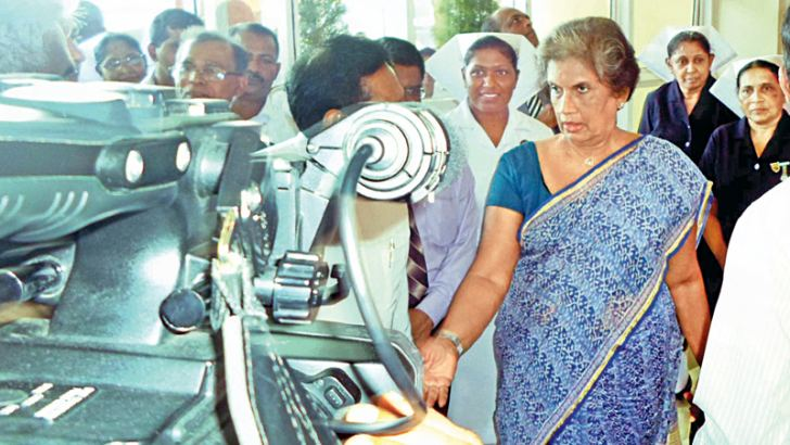 The regional blood centre of the Colombo North Hospital in Ragama was opened by Health Minister Rajitha Senaratne on Tuesday evening.  Pictured  is former President Chandrika Bandaranaike Kumaratunga inspecting machines at the centre.  Picture by Sudath Malaweera